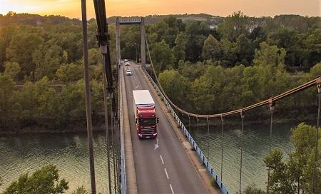 Wypadek drogowy na moście – wysokie pierwsze wypłaty dla poszkodowanych