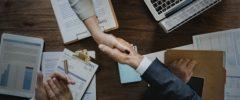 Czy po pomoc w uzyskaniu odszkodowania warto zwrócić się do wyspecjalizowanej firmy odszkodowawczej bądź kancelarii prawnej?