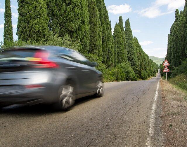 Ucieczka sprawcy z miejsca kolizji bądź wypadku drogowego – co wtedy z odszkodowaniem?